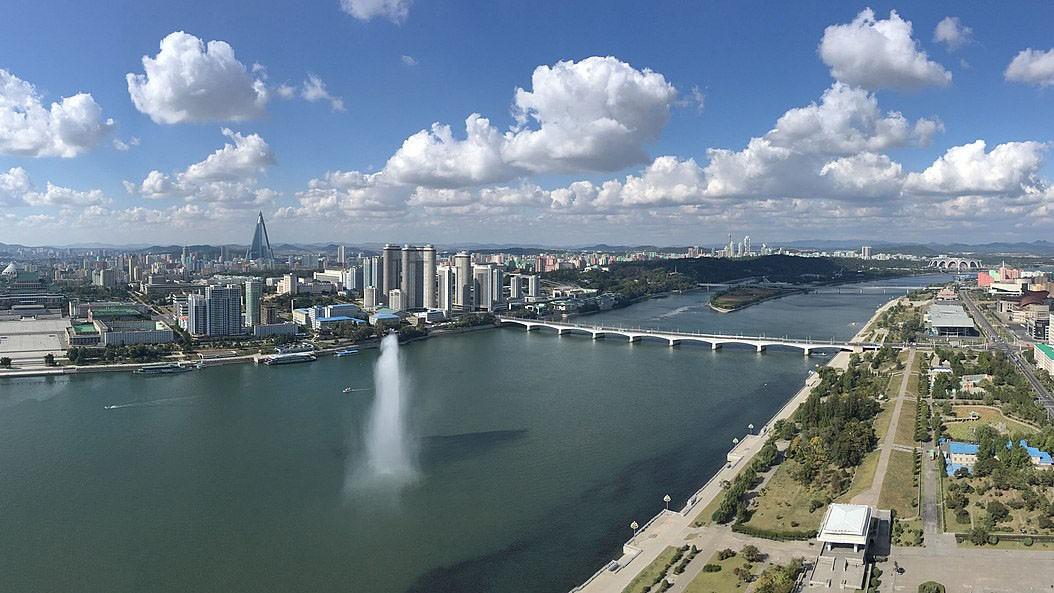 Panorama vom Juche Tower über Pjöngjang
