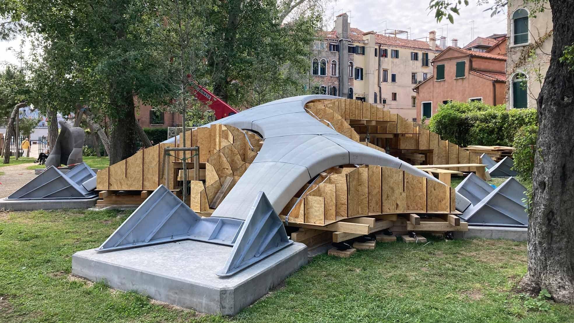 Bau der Striatus-Brücke in Venedig