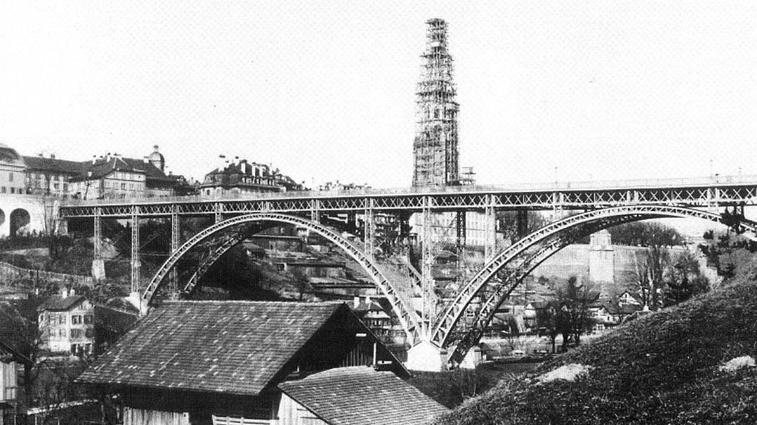 Kirchenfeldbrücke mit dem Bau vom Münster um 1893