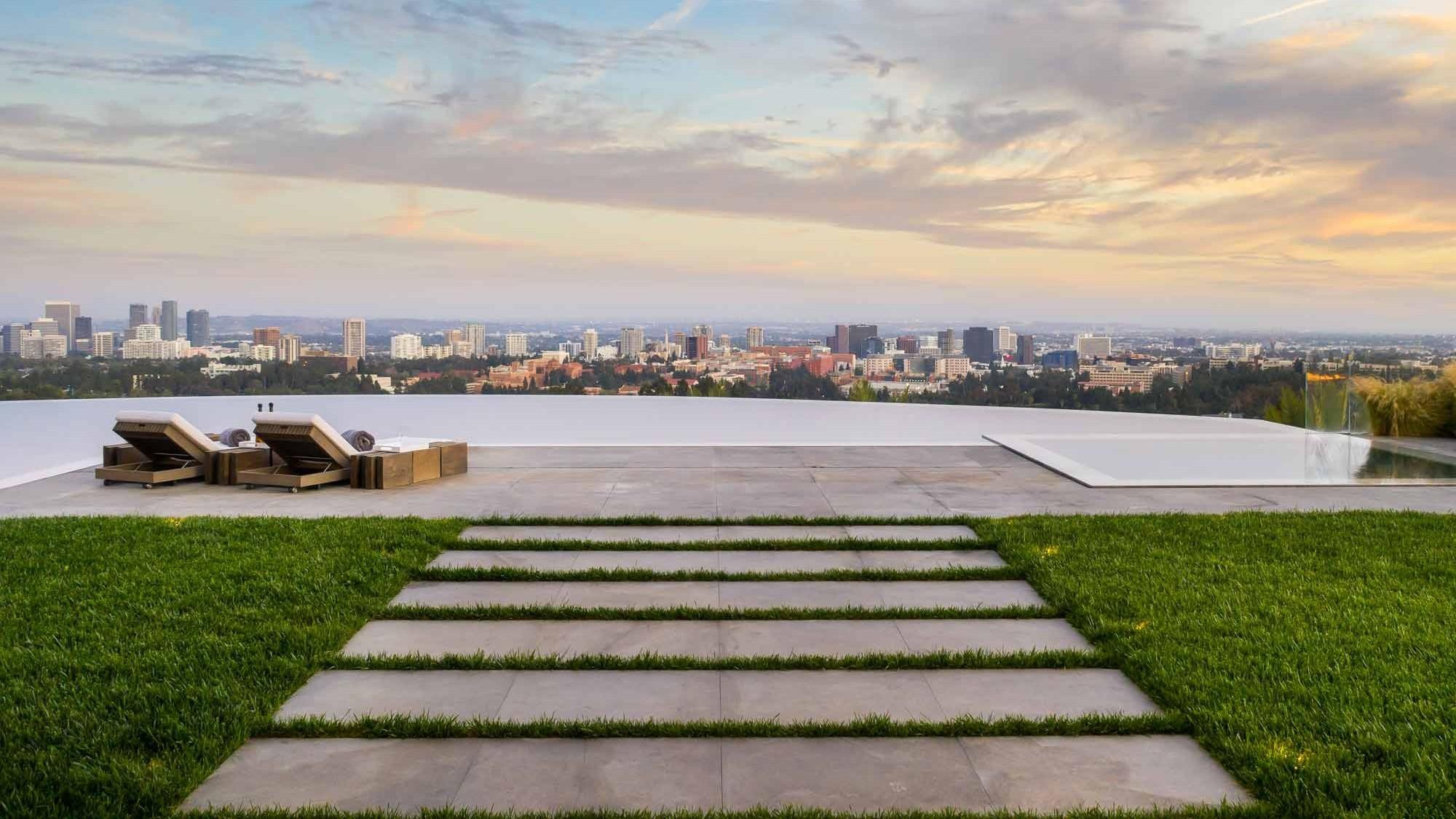 Palazzo Di Vista Blick auf Infinity-Pool und Los Angeles