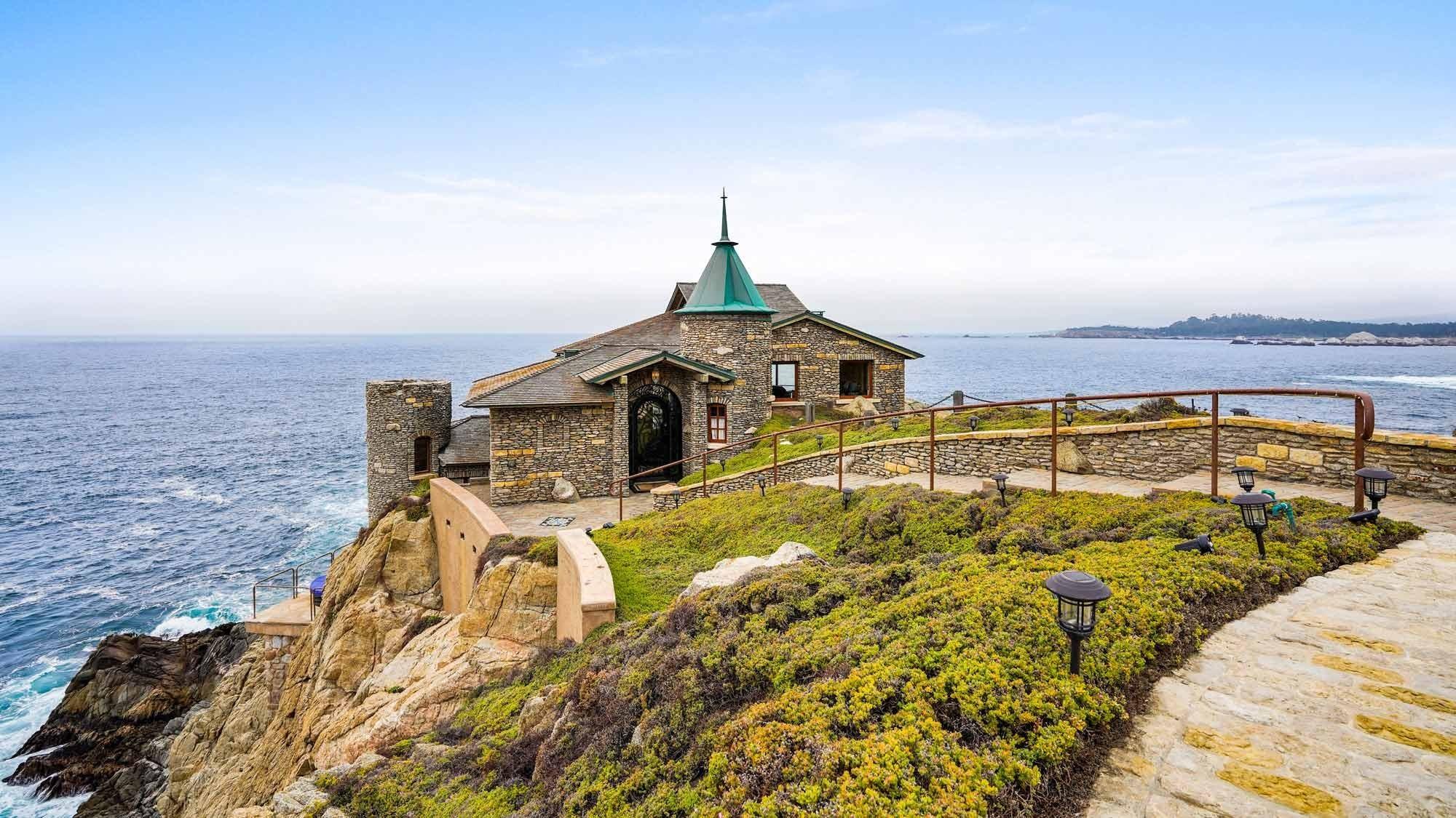 Klippenhaus in der Stadt Carmel in Kalifornien