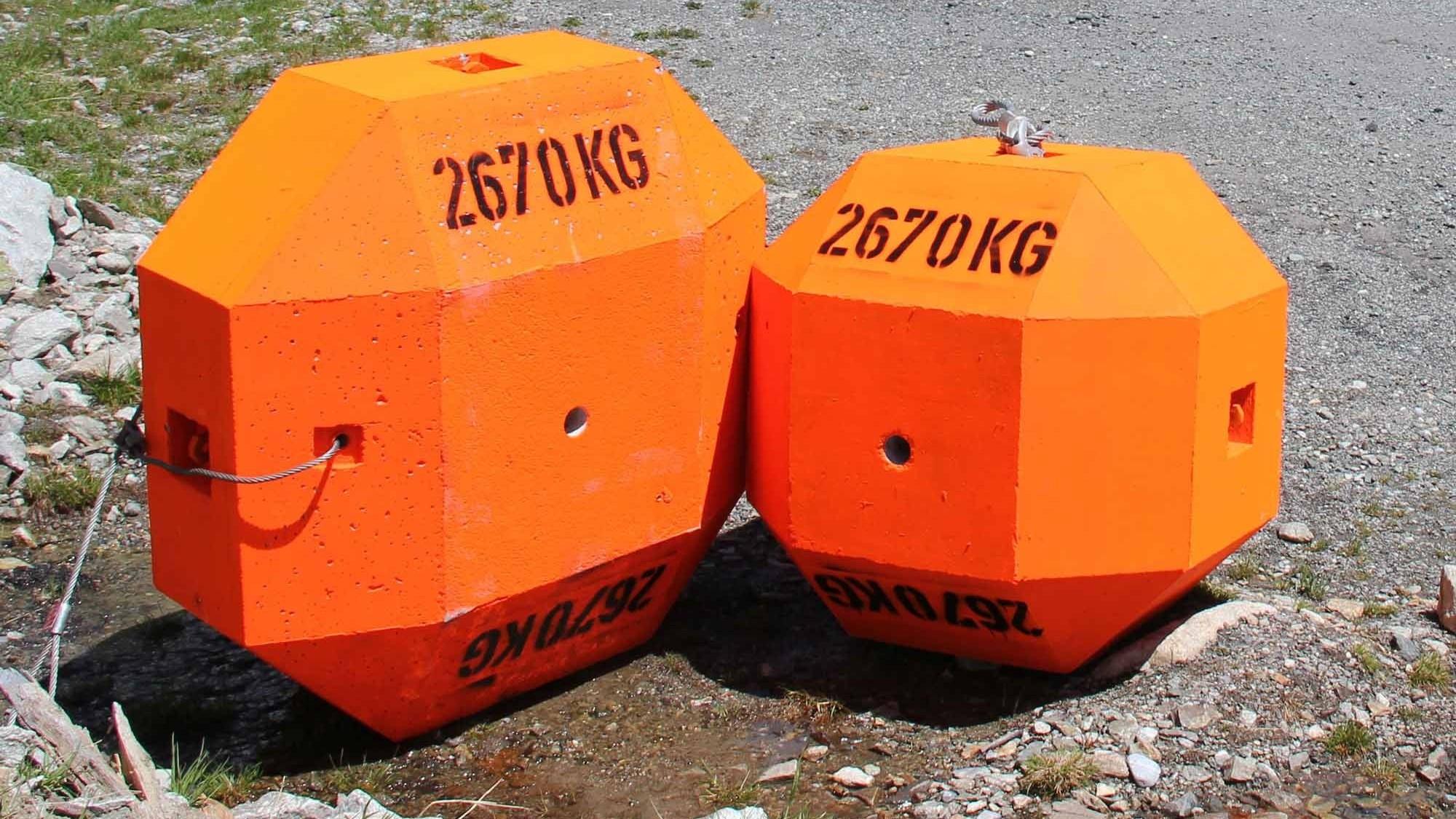 Radförmiger und würfelförmiger Betonblock für Steinschlagexperiment